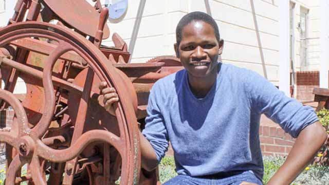 Chemistry Masters student Zweli Hlatshwayo is Rhodes Campus Director of the 2017/18 Hult Prize for s