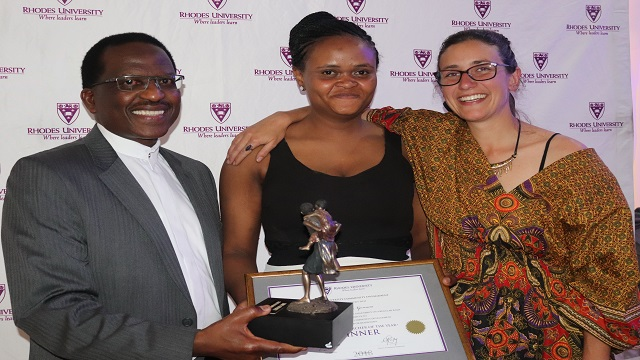 Thandi Nqowana receiving her 2018 Student Researcher of the Year award